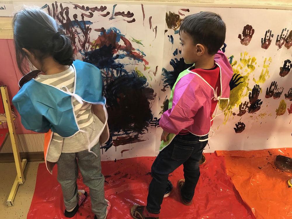 هنر و خلاقیت با موضوع نقاشی دیواری با گواش