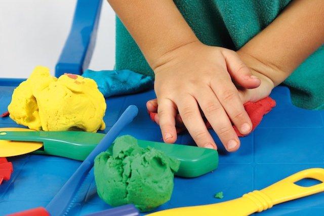 حمایت از کودکان با حساسیت های لمسی، در بازیهای مرتبط با طبیعت